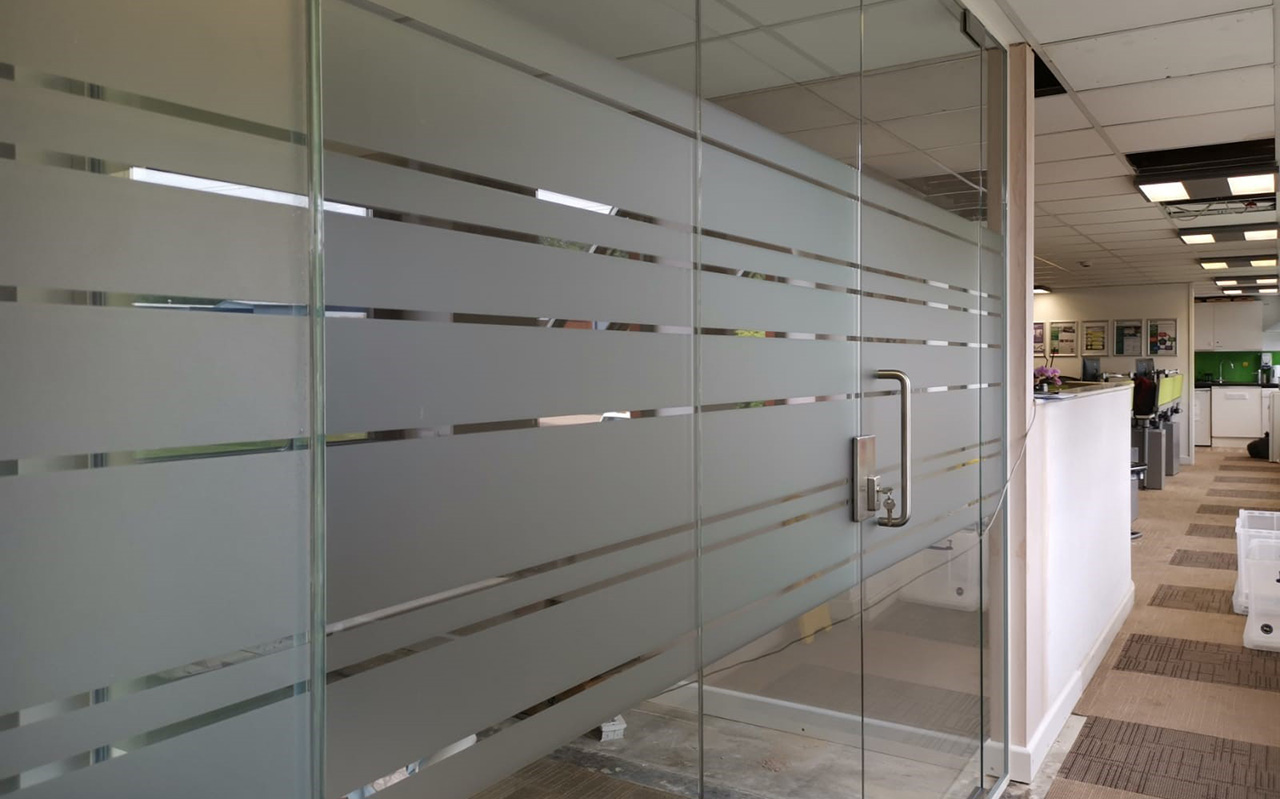 Viso Single Glazed Partition 2103 Eastleigh Ambulance Service